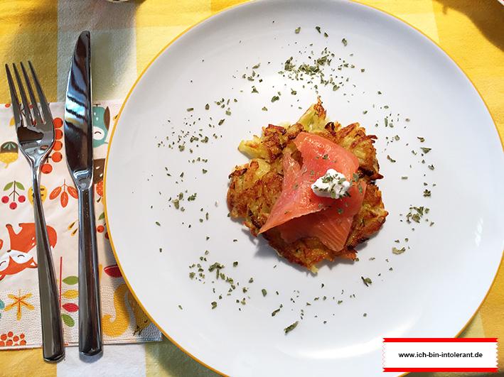 Kartoffel-Zucchini Puffer mit Räucherlachs