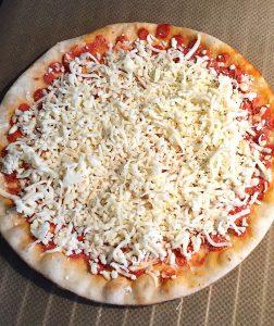 glutenfreie Pizza ohne Salami - aufgepimpt mit extra Käse